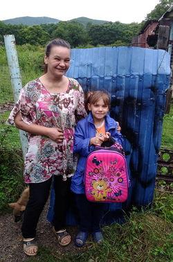 С 2002 года в Приморском крае проходит благотворительная акция «Помоги собраться в школу». Ее цель – помочь собрать в школу детей, находящихся в трудной жизненной ситуации.