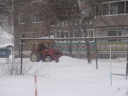 В Черниговке продолжается борьба со снегопадом